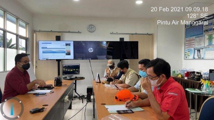 Jakarta Dikepung Banjir, Gubernur Anies Tinjau Pintu Air Manggarai, Minta Jajaran Sigap