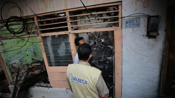 Gubernur DKI Jakarta Anies Baswedan menyempatkan meninjau langsung lokasi kebakaran di RT 02/01 Kelurahan Keagungan Taman Sari, Jakarta Barat, Senin (19/4/2021) petang.