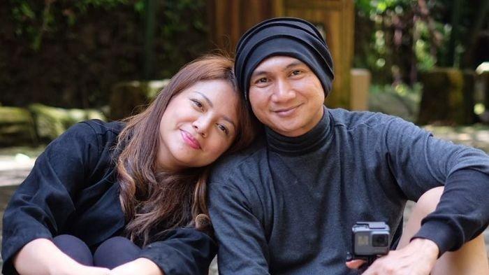 Meski sibuk, Anji sempatkan 'pacaran' dengan Wina Natalia di Singapura