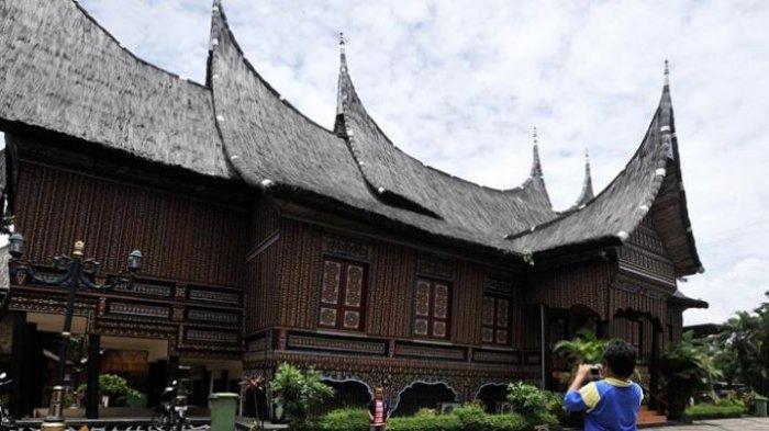 Anjungan Sumatera Barat Paling Banyak Dikunjungi Wisatawan yang ke TMII
