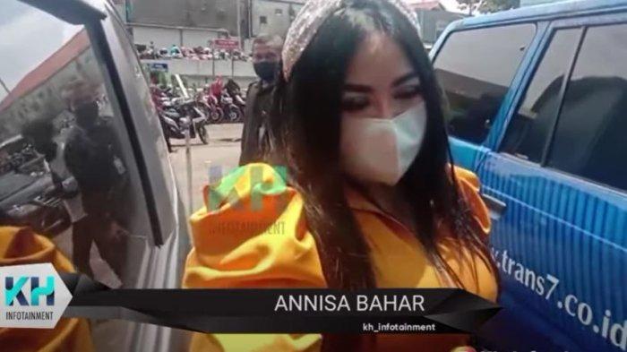 Annisa Bahar memberikan restu meski tak diundang sang anak