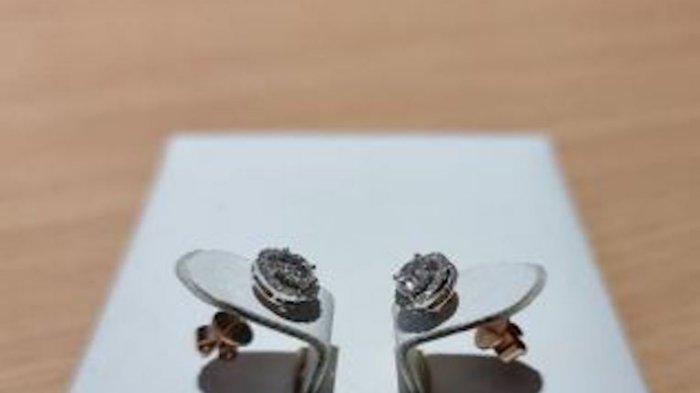 KPK Lelang Tas Balenciaga dan Anting Emas Putih Bermata Berlian Sri Wahyumi