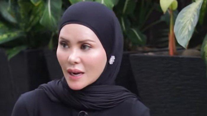 Angel Lelga Pakai Benda Mirip Anting di Jilbabnya, Tak Cuma untuk Fashion, Ini Manfaatnya