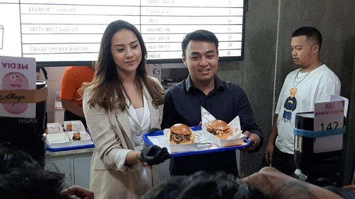 Debut Bisnis Kuliner, Anya Geraldine Buka Gerai Burger Bar di Tanah Abang