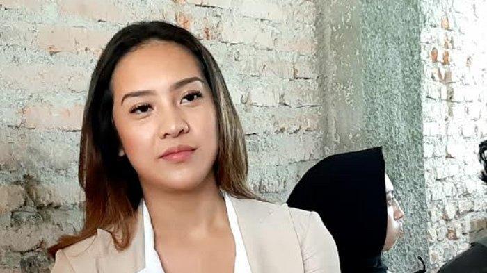Anya Geraldine di kawasan Tanah Abang, Kamis (21/11/2019).