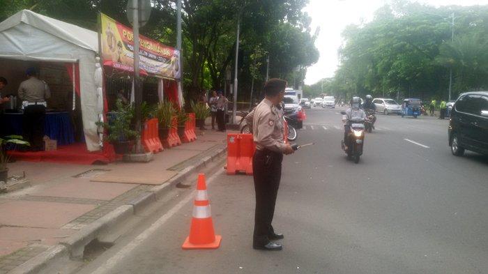 Ratusan Polisi Jaga Misa Natal di Gereja Katedral Jakarta