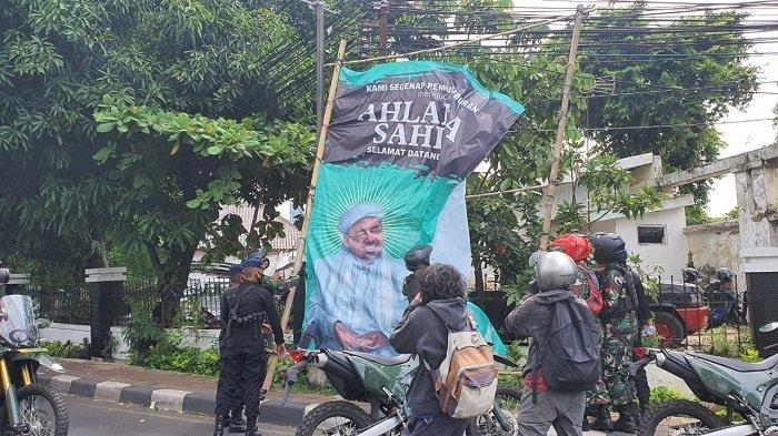 Soal TNI Copot Baliho Rizieq Shihab, Pengamat: Negara Tidak Boleh Kalah dari Siapapun