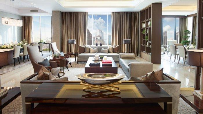 Interior ruang tamu di show unit apartemen mewah Regent Residence di kompleks Mangkuluhur City, Jakarta. (HANDOUT)