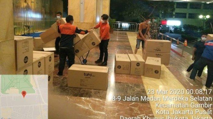 40 Ribu APD Tiba di Balaikota DKI Dini Hari, Anies: Siap Melindungi Tenaga Medis di Jakarta