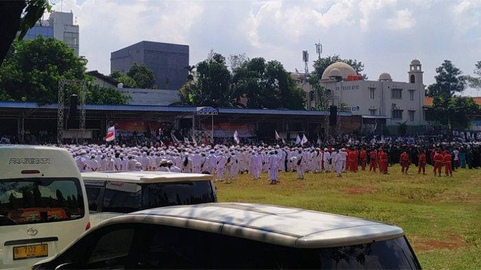 Massa Gelar Apel Siaga Ganyang Komunis di Lapangan Ahmad Yani Kebayoran Lama