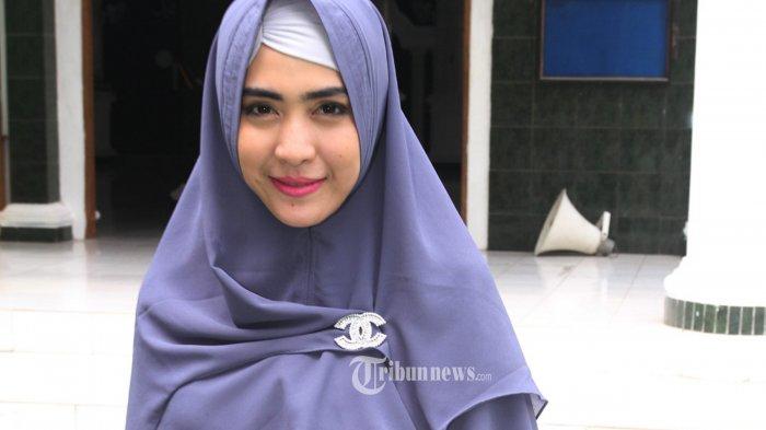 Prihatin Kasus Covid-19 Melonjak, April Jasmine Panjatkan Doa