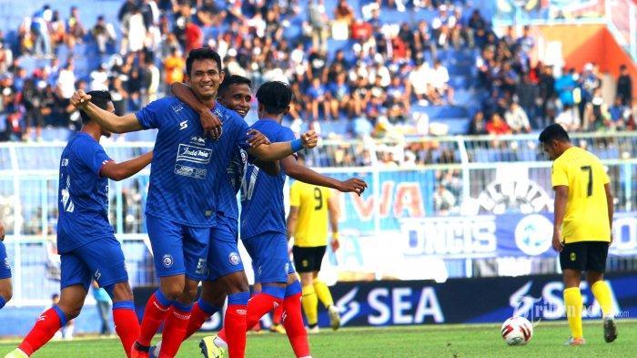 Analisis Lini Serang Arema FC: Dampak Positif Kepergian Konate - Moncernya Pemain Asing Singo Edan