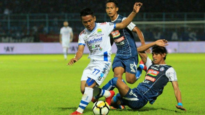 Arema FC 2-2 Persib Bandung: Penonton Rusuh, Pertandingan Terhenti di Injury Time Babak Kedua