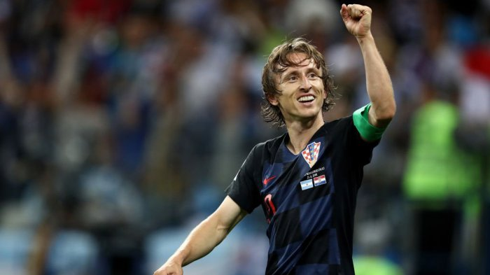 Kapten Timnas Kroasia, Luka Modric merayakan kemenangan timnya atas Timnas Argentina dalam laga babak penyisihan Grup D Piala Dunia 2018 di Stadion Nizhny Novgorod, Kota Nizhny Novgorod, Rusia, Jumat (22/6/2018) dini hari WIB.