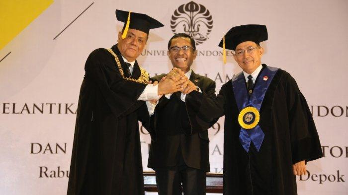 Ari Kuncoro (paling kiri) saat dilantik menjadi Rektor UI menggantikan Muhammad Anis pada Desember 2019.
