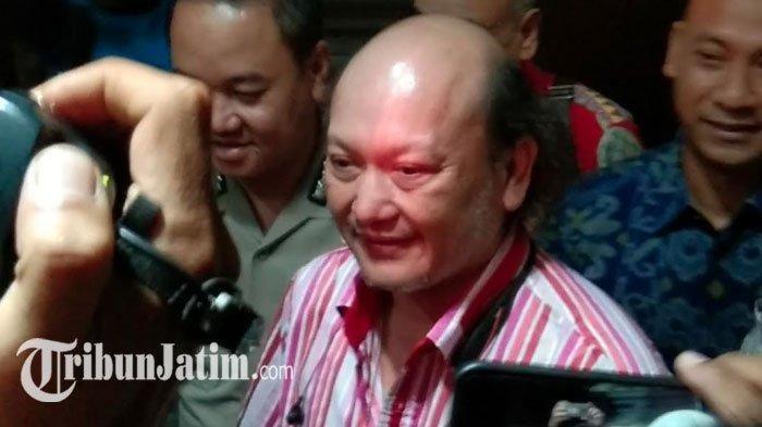 Ari Sigit saat keluar dari Ruang Penyidik Ditreskrimsus Mapolda Jatim, Rabu (22/1/2020)
