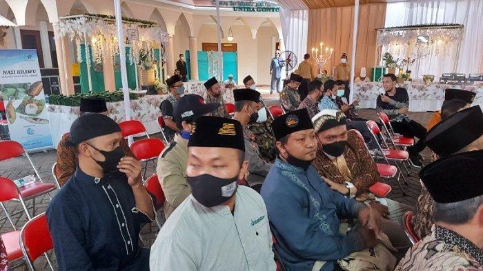 Arie Untung di antara tamu undangan resepsi pernikahan Ustaz Abdul Somad dan Fatimah Az Zahra di Universitas Darussalam (UNIDA) Gontor, Kecamatan Siman, Ponorogo, Kamis (20/5/2021).