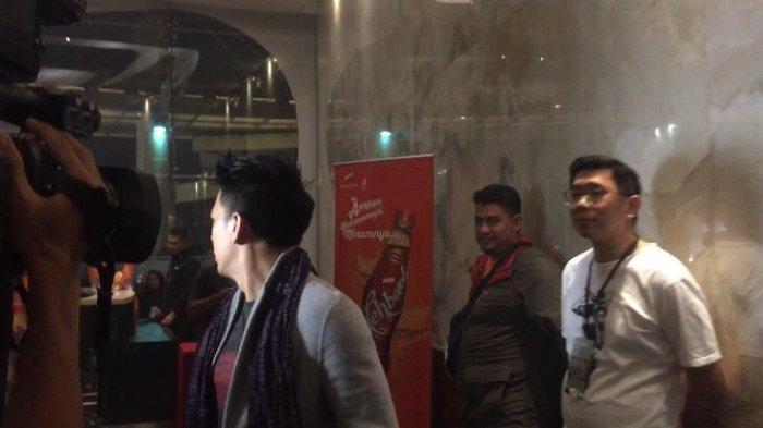 Seusai menonton konser Marcell Siahaan bertajuk Marcell Tujuh Belas, di Balai Sarbini, Jakarta Selatan, Jumat (18/10/2019) malam, vokalis grup musik 'Noah' terlihat menghindar dari awak media.
