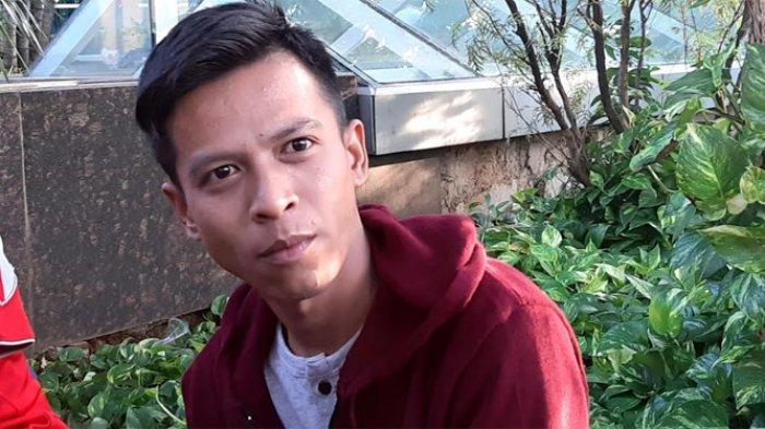 Aris Munandar, pria yang disebut wajahnya mirip Ariel NOAH ketika ditemui di gedung Trans TV, Jalan Kapten Tendean, Mampang Prapatan, Jakarta Selatan, Senin (6/7/2020).