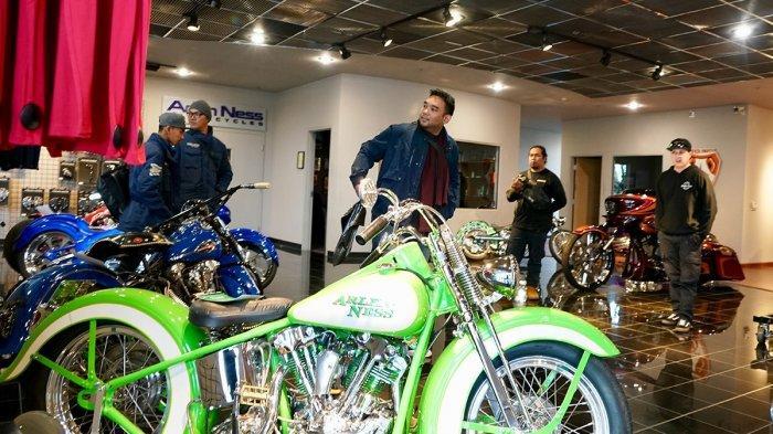 Rombongan builder Indonesia dari Suryanation Motorland saat menyambangi Arlen Ness Motorcycles di San Fransisco, AS.