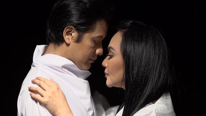 Momen Romantis Armand Maulana Rayakan Ulang Tahun Dewi Gita saat LDRan