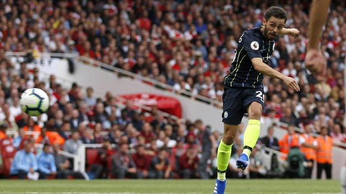 Pemain Manchester City, Bernardo Silva melepaskan tendangan yang berbuah gol ke gawang Arsenal dalam laga Liga Inggris musim 2018/2019 di Stadion Emirates, London, Minggu (12/8/2019) malam WIB.