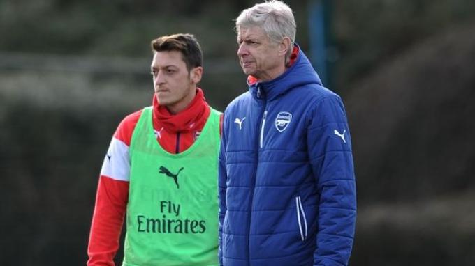Arsene Wenger dan Mesut Ozil
