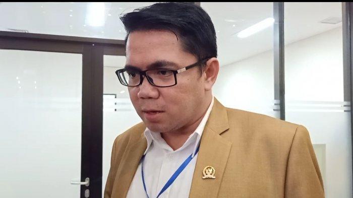 Anggota Komisi III DPR RI, Arteria Dahlan saat mengunjungi Mabes Polri, Senin (6/7/2020)