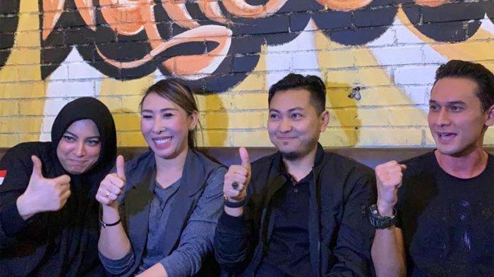 Fauzi Mahendra, Indra Brugman, Jane Shalimar, dan Henny Mona saat jumpa pers usai membagikan makanan untuk buka puasa di kawasan Tebet Jakarta Selatan, Rabu (5/5/2021).