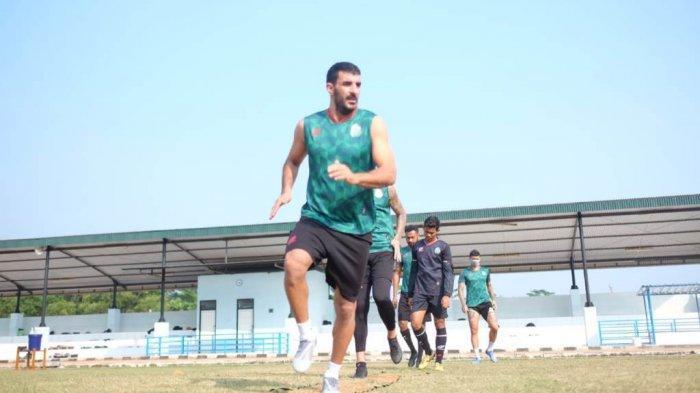 Artyom Filiposyan kembali berlatih bersama tim Persikabo 1973 di Lapangan PMPP Hambalan