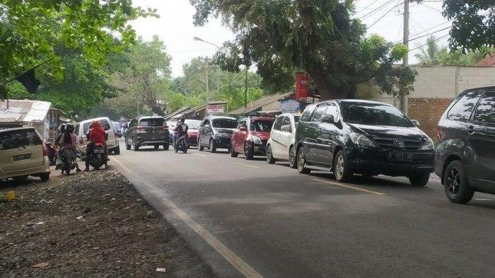 Wisatawan Membludak di Pantai Palabuhanratu, Jalan Raya Citepus Dilanda Kemacetan