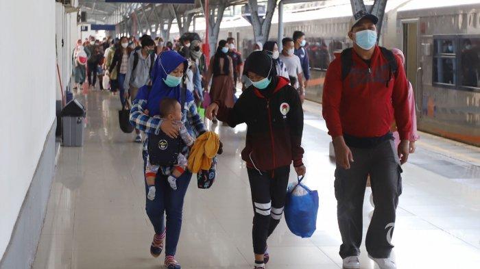 Selama PPKM Level 4 PT KAI Mengurangi Jadwal Perjalanan KA Jarak Jauh Sebanyak 40 Persen