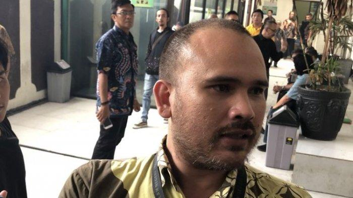 Arya Satria, suami Karen Idol saat ditemui di Pengadilan Negeri Jakarta Selatan, Selasa (3/12/2019)