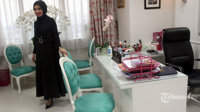 Anggota DPR RI, Arzeti Bilbina ditemui di ruang kerjanya, Fraksi Partai Kebangkitan Bangsa (PKB), di Kompleks Parlemen, Senayan, Jakarta Pusat, Selasa (8/10/2019). Warta Kota/Henry Lopulalan