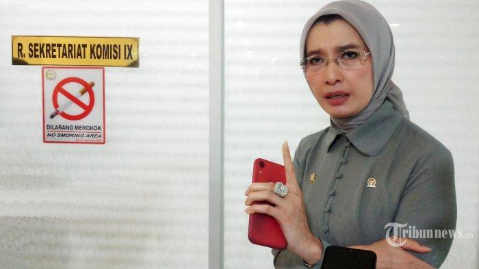 RAPAT DENGAR PENDAPAT - Anggota Komisi IX DPR Arzeti Bilbina, memberikan penjelasan seputar rapat dengar pendapat (RDP) dengan Kepala B POM di Gedung DPR RI, Jakarta, Rabu (29/1/2020). Rapat membahas tentang upaya reformasi tata kelola pengawasan obat dan makanan termasuk izin edar obat dan makanan yang menjadi kewenangan B POM, selain itu rapat juga mendengarkan penjelasan Kepala BPOM untuk penguatan fungsi penindakan guna efektifitas cegah tangkal fungsi intelijen dan penyidikan sebagaimana masukan dari Komisi IX DPR dan dan salah satu rekomendasi dari BPK RI. (Wartakota/Nur Ichsan)