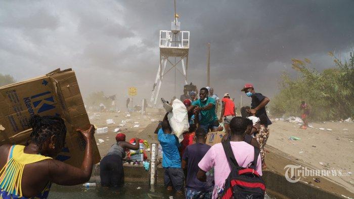 Berita Foto : Melihat Upaya Imigran Haiti Menghindari Deportasi AS - as-deportasi-ribuan-imigran-haiti_20210920_201450.jpg