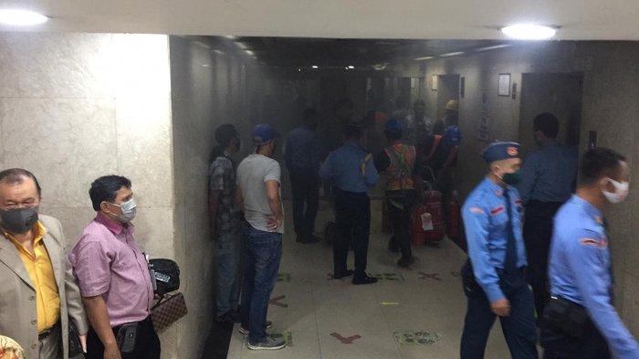 Muncul Kepulan Asap di Lift Gedung DPR, Ini Penjelasan Sekjen DPR