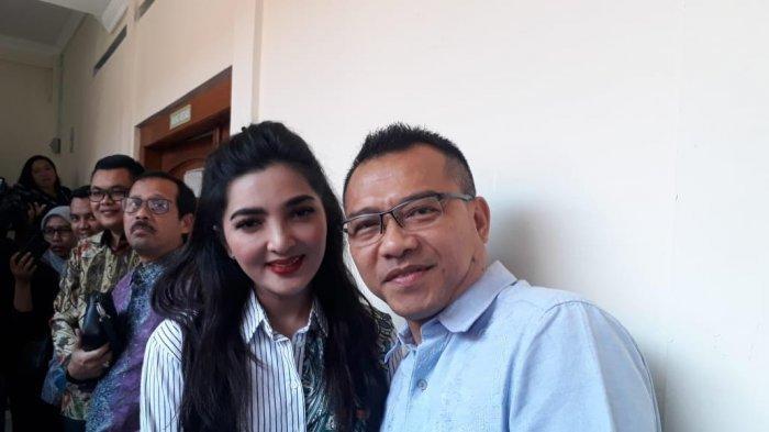 Ashanty didampingi suami, Anang Hermansyah serta kuasa hukumnya, Indra Patria mendatangi Pengadilan Negeri Tangerang, Rabu (30/7/2019).