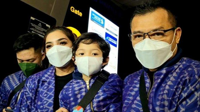 Ashanty dan Anang Hermansyah bersama anak-anak mereka ditemui di Bandara Soekarno Hatta, Tangerang, Banten, Minggu (9/5/2021) malam.