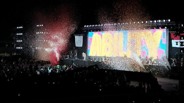 Rangkaian Huruf A-B-I-L-I-T-Y Bermunculan, Bendera Asian Para Games di Turunkan