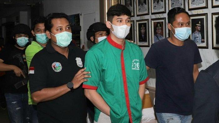 Polres Metro Jakarta Barat gelar giat rilis penangkapan Askara Parasady Harsono alias APH, suami penyanyi Nindy Ayunda, Selasa (12/1/2021).