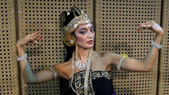 Asmara Abigail di acara jumpa pers pagelaran Wayang Orang 'Sang Sukrasana' di Galeri Indonesia Kaya Grand Indonesia Mall, Tanah Abang, Jakarta Pusat, Kamis (31/10/2019).