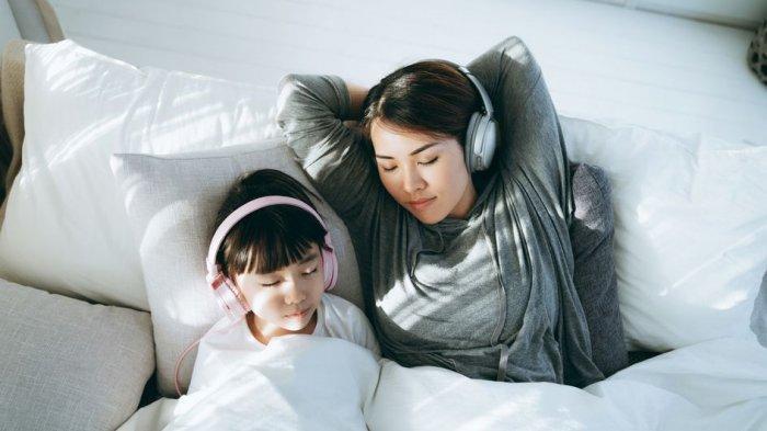 Sulit Tidur? Coba Dengarkan Suara ASMR Ini agar Tidur Lebih Nyenyak