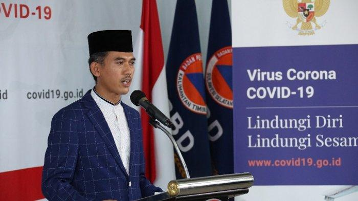 Sekretaris Komisi Fatwa MUI, Dr. H.M Asrorun Ni'am saat konferensi pers di Kantor BNPB, Jakarta, Sabtu (4/4/2020)
