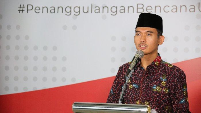 Sekretaris Komisi Fatwa MUI, Dr. H. M. Asrorun Niam Sholeh, MA dalam konferensi pers di Kantor BNPB, Jakarta, Kamis (19/3).