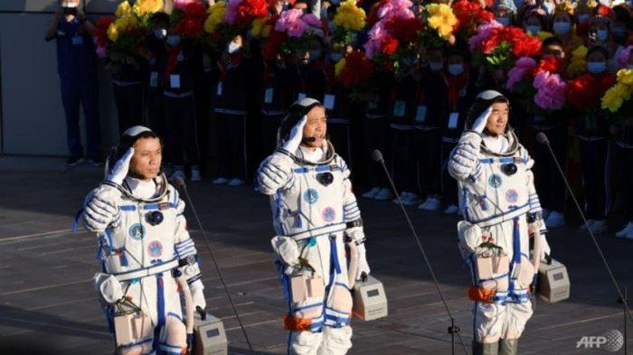 Misi Tercapai, Astronaut China Kembali Setelah Tiga Bulan di Luar Angkasa