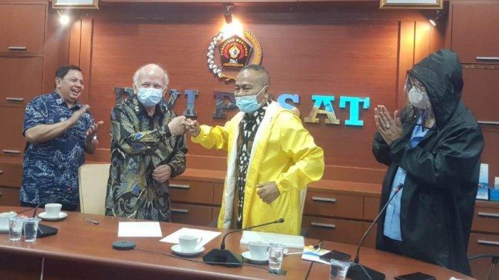 PWI Pusat Terima 140 Jacket APD dari Sinar Harapan Media