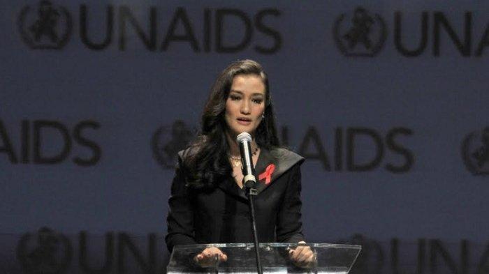 Atiqah Hasiholan Jalani Debut sebagai Sutradara Berkat Status Ambassador UNAIDS Indonesia