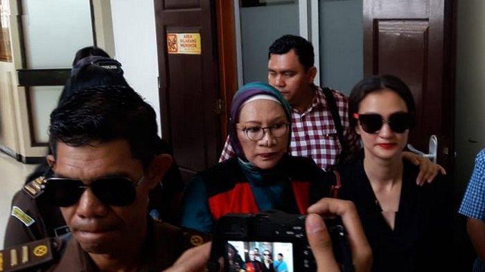 Ratna Sarumpaet Dituntut 6 Tahun Penjara, Atiqah Hasiholan Harap Ibunya Bebas Hari Ini