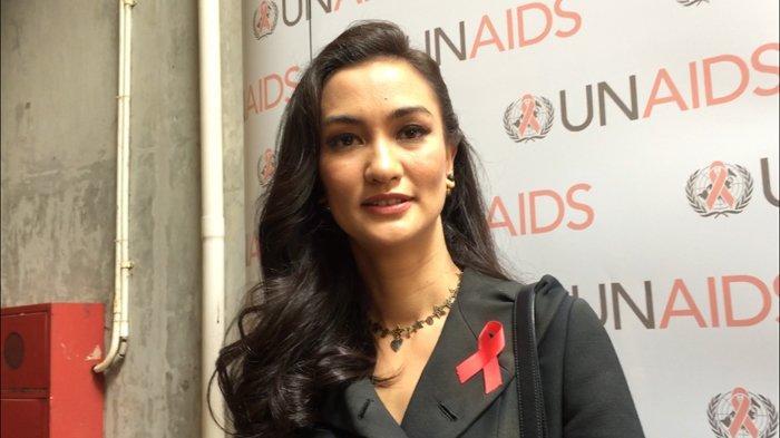 Putri Ratna Sarumpaet, Atiqah Hasiholan Pertanyakan Istilah New Normal: Saya Ogah Normal Kayak Gini